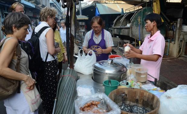 Stage Yoga Thaïlande Petit dejeuner marché