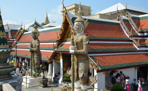 Stage Yoga Hanuman gardiens temple Thaïlande